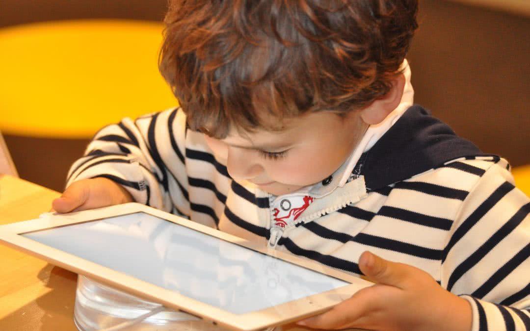 Ojcowie dbają o bezpieczeństwo dzieci w Internecie