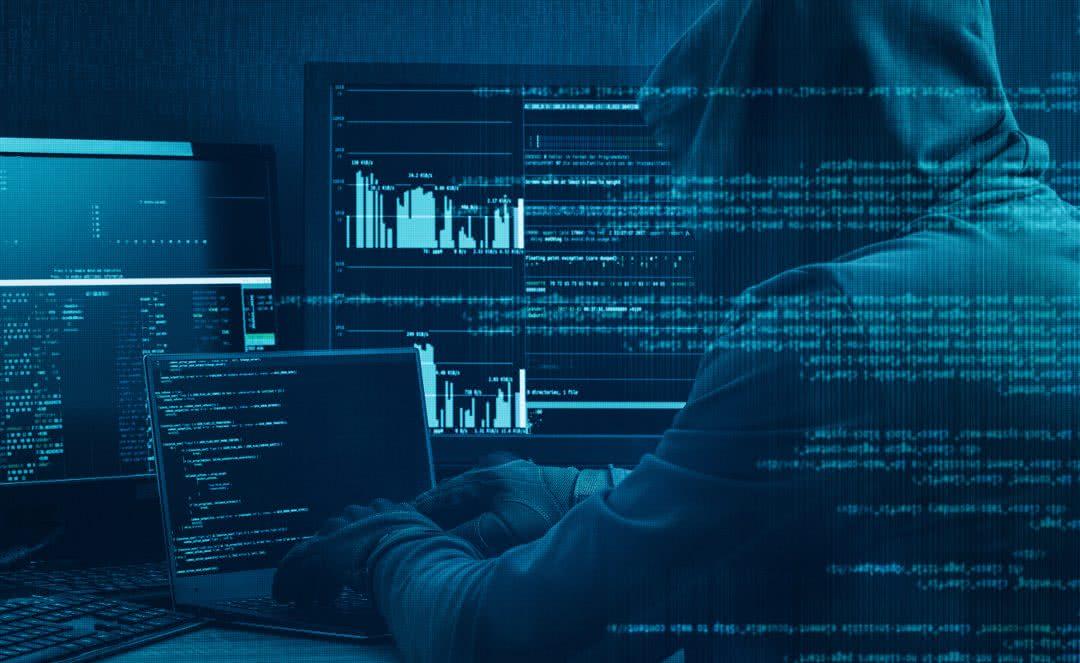 Ataki hackerskie i tysiące wykradzionych maili z MON