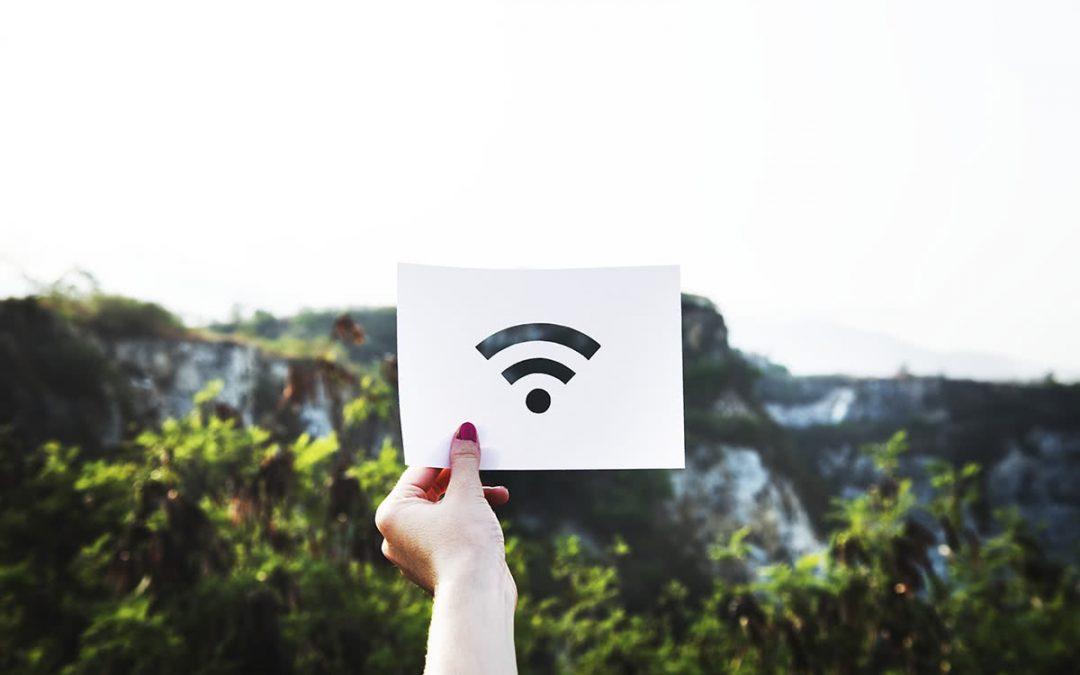 Publiczne wifi – czyli jak bezpiecznie korzystać z Internetu w podróży?